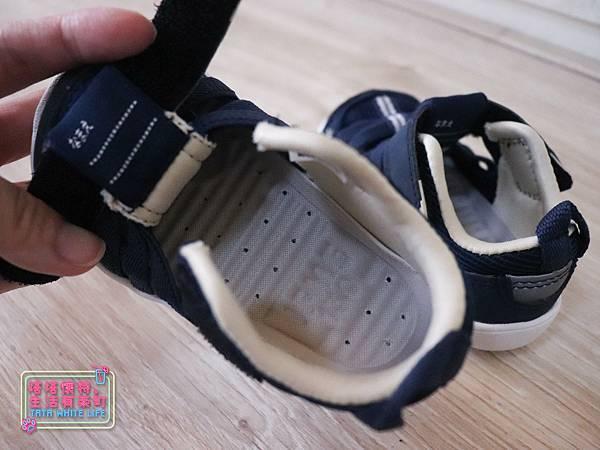 【塔塔懷特育兒好物】日本IFME機能童鞋-排水系列:公園玩沙、夏天玩水、梅雨季都適合的機能水涼鞋,快乾舒適超清爽,寶寶學步鞋、夏季兒童涼鞋推薦! -6961.jpg