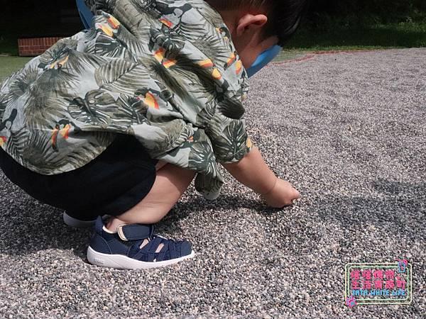 【塔塔懷特育兒好物】日本IFME機能童鞋-排水系列:公園玩沙、夏天玩水、梅雨季都適合的機能水涼鞋,快乾舒適超清爽,寶寶學步鞋、夏季兒童涼鞋推薦! -6982.jpg