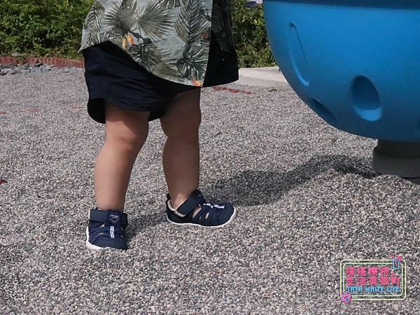 【塔塔懷特育兒好物】日本IFME機能童鞋-排水系列:公園玩沙、夏天玩水、梅雨季都適合的機能水涼鞋,快乾舒適超清爽,寶寶學步鞋、夏季兒童涼鞋推薦! -6974.jpg