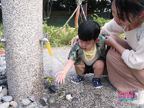 【塔塔懷特育兒好物】日本IFME機能童鞋-排水系列:公園玩沙、夏天玩水、梅雨季都適合的機能水涼鞋,快乾舒適超清爽,寶寶學步鞋、夏季兒童涼鞋推薦! -7069.jpg