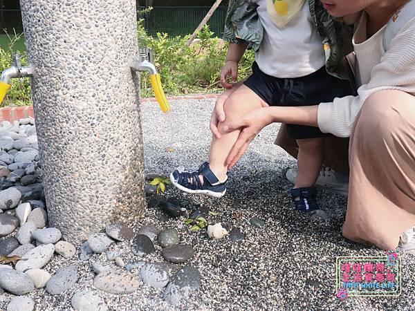 【塔塔懷特育兒好物】日本IFME機能童鞋-排水系列:公園玩沙、夏天玩水、梅雨季都適合的機能水涼鞋,快乾舒適超清爽,寶寶學步鞋、夏季兒童涼鞋推薦! -7074.jpg