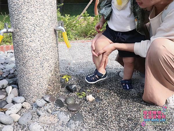 【塔塔懷特育兒好物】日本IFME機能童鞋-排水系列:公園玩沙、夏天玩水、梅雨季都適合的機能水涼鞋,快乾舒適超清爽,寶寶學步鞋、夏季兒童涼鞋推薦! -7075.jpg