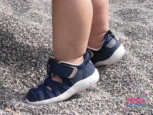 【塔塔懷特育兒好物】日本IFME機能童鞋-排水系列:公園玩沙、夏天玩水、梅雨季都適合的機能水涼鞋,快乾舒適超清爽,寶寶學步鞋、夏季兒童涼鞋推薦! -7010.jpg