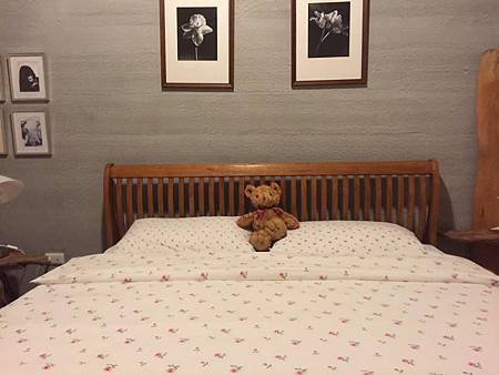 第二天回來後,看見我的小熊跟整理好的床,又融化了