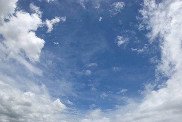 颱風來時的天空