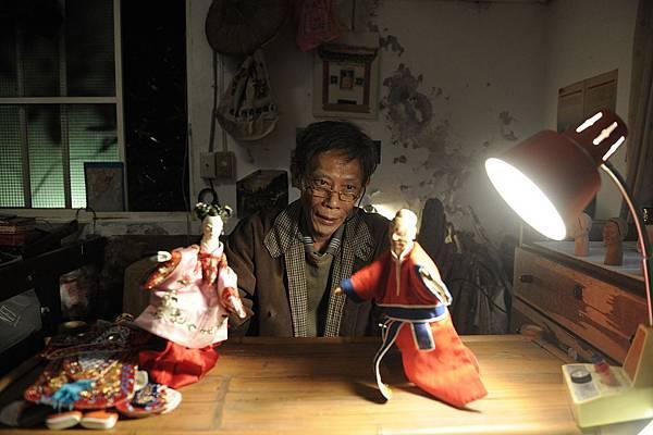 孤獨的老水發在台灣演著布袋戲