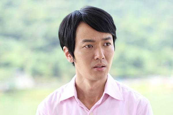 蔭山征彥首次挑大梁飾演男主角,扮演一位急診室實習醫生2