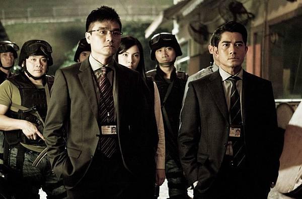 郭富城飾演一位警界高階長官,主導調查衝鋒車挾持案02