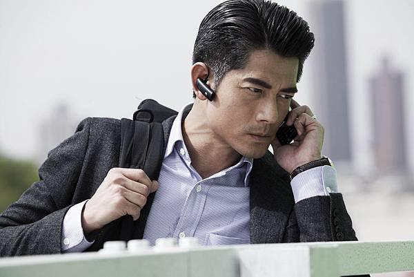 郭富城飾演一位警界高階長官,主導調查衝鋒車挾持案01