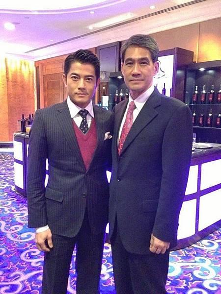 郭富城昨日(6日)微博上PO上與前香港警務處副處長鄧竟成的合照,網友笑稱兩人相似像父子