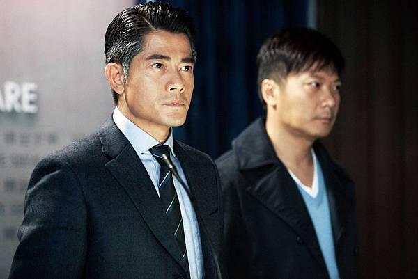 郭富城演出寒戰為求角色老成沉穩性格,不昔將兩鬢頭髮染白雙眉加粗