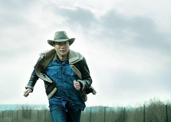 孫紅雷《毒戰》中飾演臥底毒犯陣營的緝毒大隊長,奮力打擊毒犯,狠勁嶄露無遺
