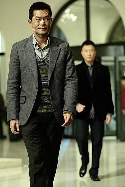 古天樂(前)、孫紅雷(後)港陸兩大巨星出演杜琪峯新作《毒戰》2