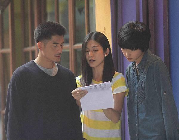 導演楊采妮拍攝聖誕玫瑰工作照,與郭富城和大陸演員萬茜