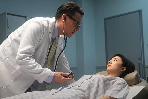 桂綸鎂、張震在《聖誕玫瑰》的第一場戲,就是整部電影中最關鍵的「性侵戲」02