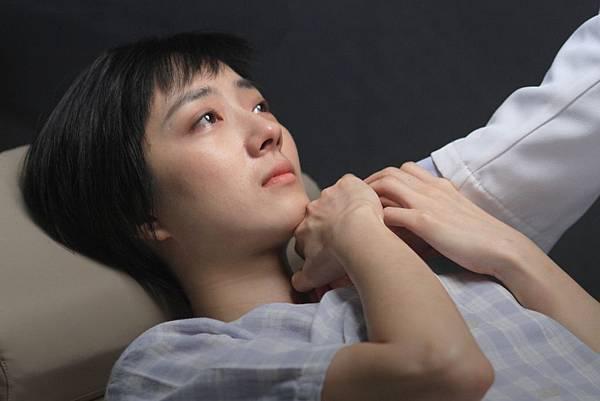 桂綸鎂、張震在《聖誕玫瑰》的第一場戲,就是整部電影中最關鍵的「性侵戲」04