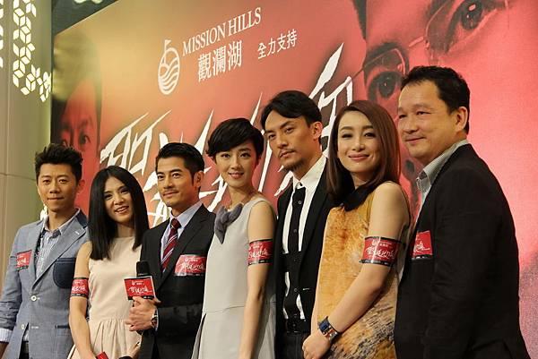 楊釆妮與眾演員們