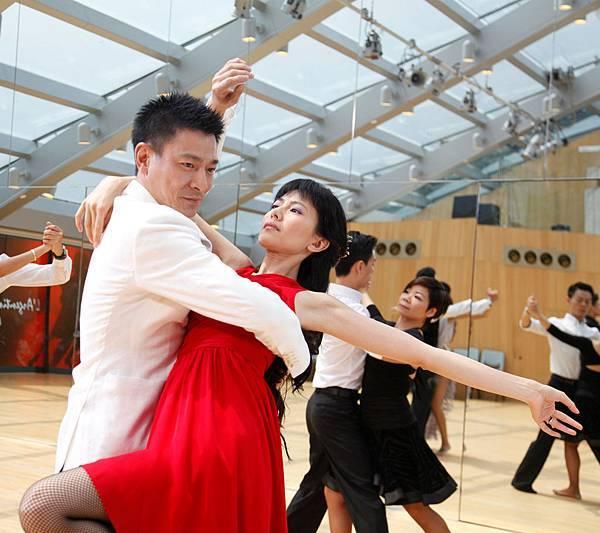 劉德華表示,和高圓圓這場〝盲舞〞是偷師奧斯卡影帝艾爾帕西諾主演的《女人香》03