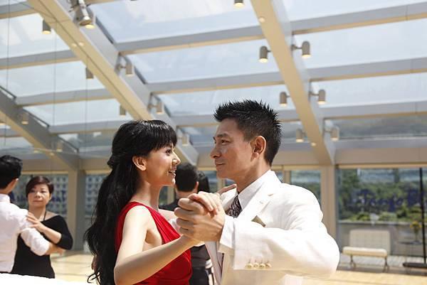 劉德華表示,和高圓圓這場〝盲舞〞是偷師奧斯卡影帝艾爾帕西諾主演的《女人香》02