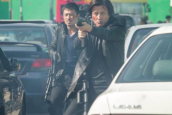 影《風暴》是華語電影中罕見超大場面的警匪槍戰作品,台灣將一刀不剪上映
