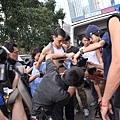 吳彥祖揹上近11公斤設備拍攝魔警痠痛不已,還勞煩懷孕的老婆Lisa. S幫他按摩01