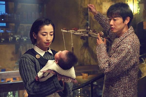 宮澤里惠與筒井道隆飾演魔女琪琪的父母2.jpg