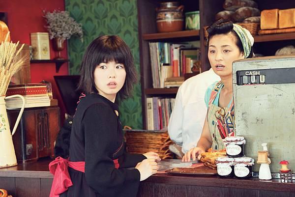 尾野真千子演出照顧魔女有佳的麵包店老闆娘1.jpg