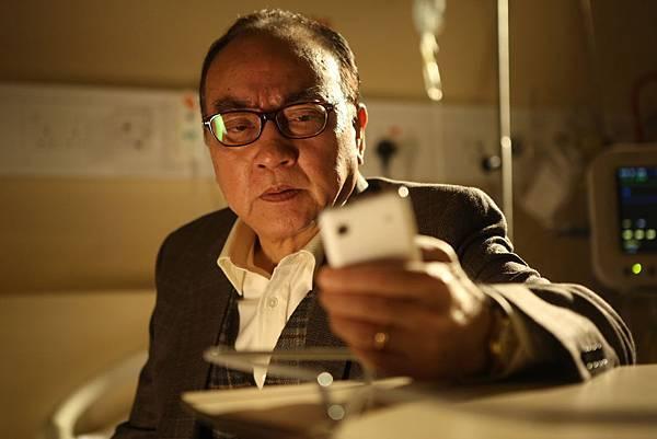資深港星盧海鵬演出受賄會計師,也是片中關鍵證人一角.JPG