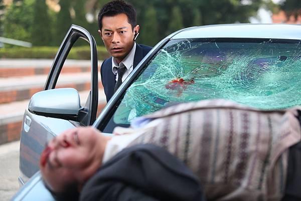 墜樓戲威力過猛,砸碎玻璃差點誤傷古天樂1.JPG