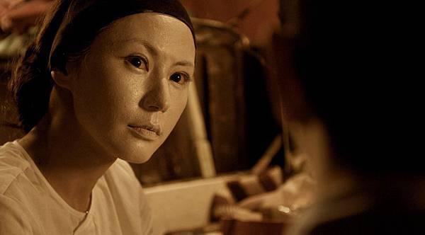 劉心悠塗白臉底妝嚇到自己3