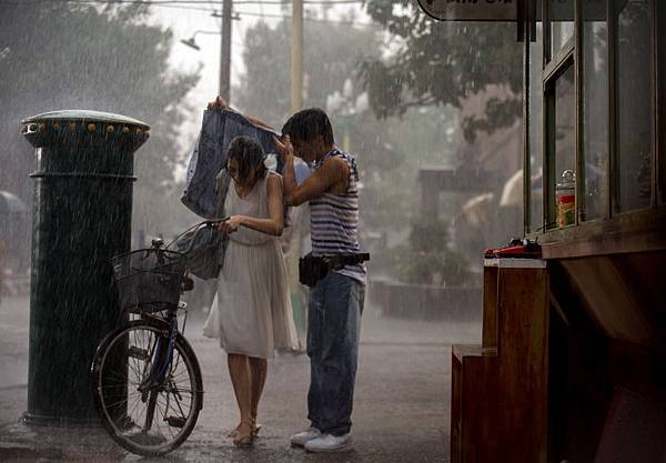 謝霆鋒2度低溫濕身擋雨3