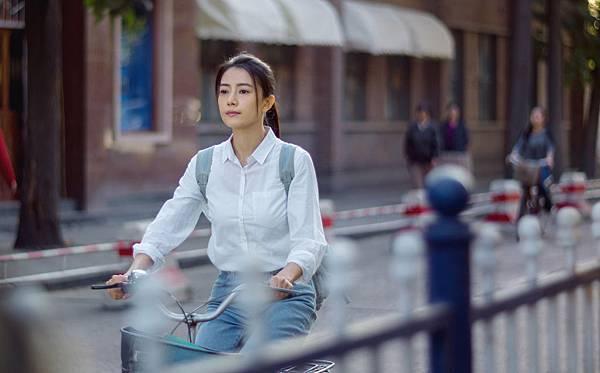 高圆圆騎單車