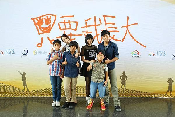 演員們合照(由右至左:林晨皓、小薰、陳宇、高尹辰、吳瀚業、曹世輝).JPG