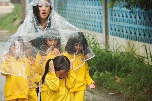 0318下雨天走鄉間小路帶五童上公共廁所2