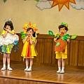 片中五位小女孩是從400多名小朋友選拔而出 1