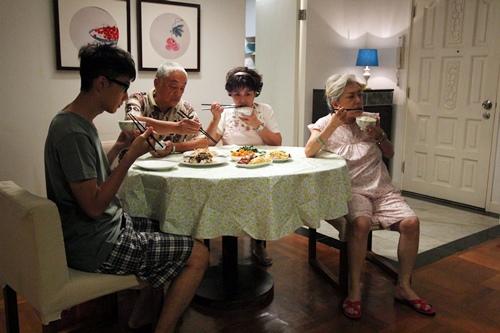 馮寶寶演出《媽咪俠》的主人翁阿愛 在人生50歲之際 突然面臨許多家庭變故
