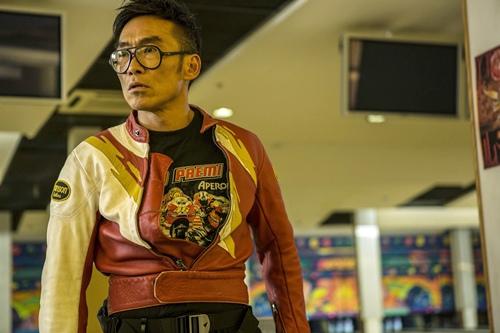 鄭浩南在《衝鋒車》中和任達華等人瘋狂搞笑演出