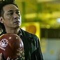 壞人形象鮮明的人氣港星吳鎮宇, 在《衝鋒車》裡發揮神經質演技,演出出獄後想重返榮耀的黑道大哥
