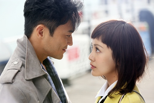 《衝上雲霄》裡郭采潔張智霖上演一段浪漫的愛情戲碼