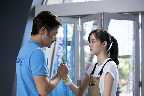 歐陽娜娜與連凱在電影《破風》中飾演父女 1