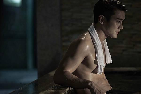 始源在《破風》中有入浴戲 展現完美胸肌1
