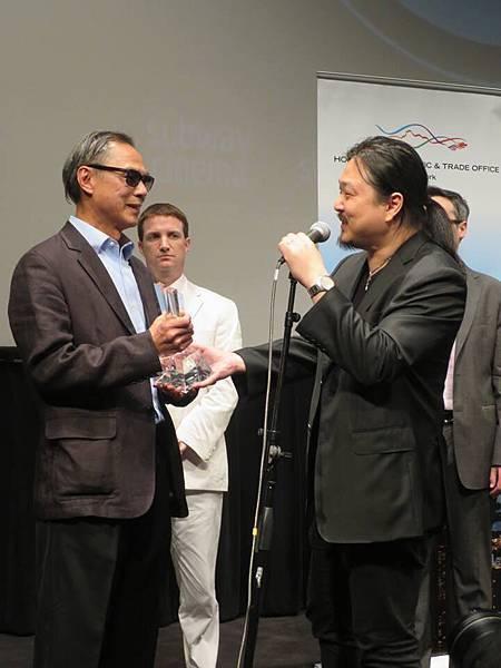 《迷城》導演林嶺東 獲頒紐約亞洲電影節「終身成就獎」 親自飛到紐約領獎(3).jpg
