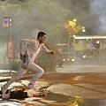 古天樂在《迷城》裡有許多動作戲4.jpg