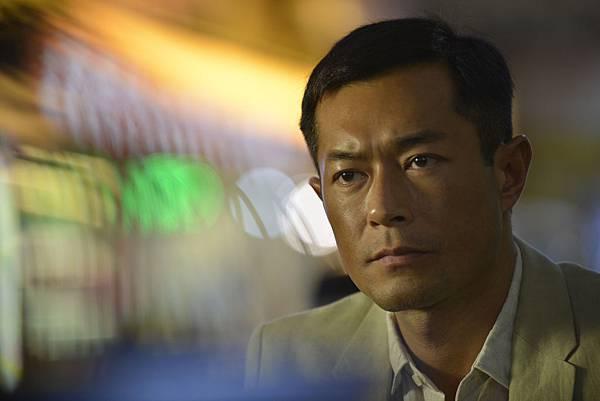 古天樂在《迷城》飾演辭去警察職位的酒吧老闆2.JPG