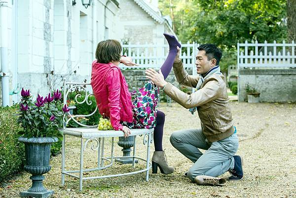 古天樂郭采潔在片中上演「腿咚」戲碼.jpg