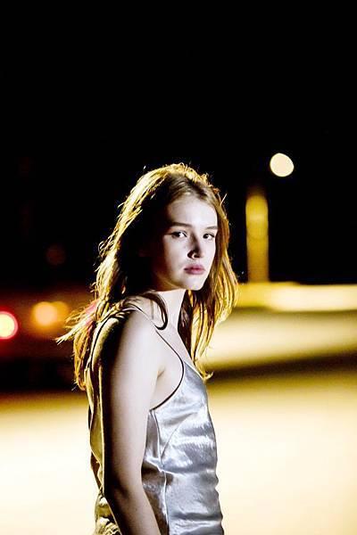 澳洲模特兒麥蒂森布朗 在《陌生之地》演出讓妮可基嫚又愛又嫉妒的女兒角色2.jpg