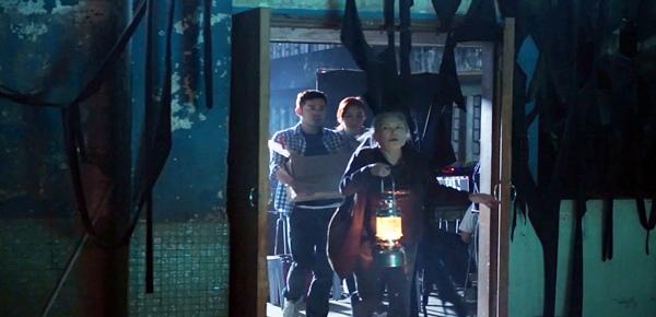 邵音音、莊思敏、沈震軒進入猛鬼學校拍攝《碟仙碟仙》.jpg
