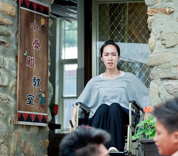 小薰在《只要我長大》中扮演身障課輔班老師 2.jpg