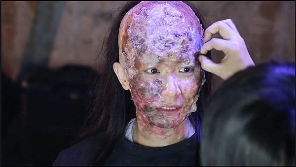 百嘉堂特化團隊 為女星張慧儀畫燒傷妝.jpg