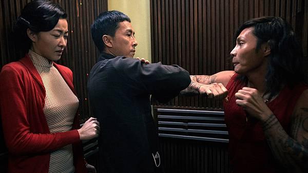 甄子丹在狹小電梯內對決泰拳高手 1.jpg